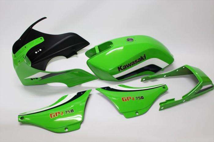 カワサキGPZ750F外装塗装:ローソンレイニーカラー