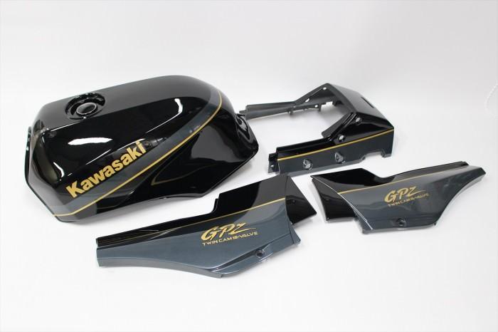 カワサキGPZ900R外装塗装:純正再現塗装